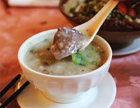 牛肉味又俾滴芫西占晒,不如叫香西饺算啦~ 茶树菇牛肉饺 0 猪润粥,好