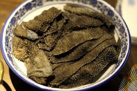 而重庆火锅肉是配角,各种杂七杂八的动物内脏是主角