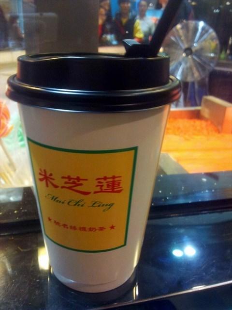 店内卖的都是香港招牌的饮品:丝袜奶茶,檀岛咖啡,香港鸳鸯,柠茶,柠蜜