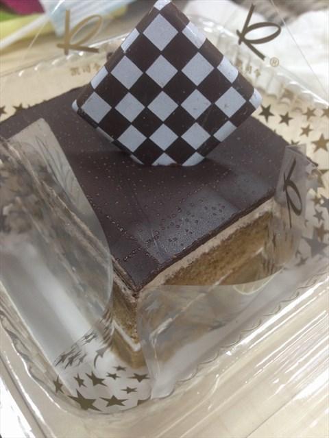 尝试了一下他们家的巧克力魔方,蛋糕还是蛮松软的,叠叠层层的一起吃
